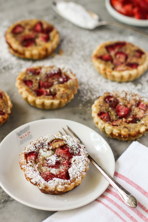strawberry rhubarb tartlets www.girlontherange.com