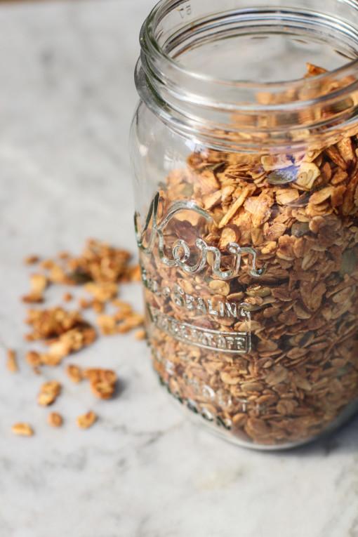 vanilla almond flax granola www.girlontherange.com