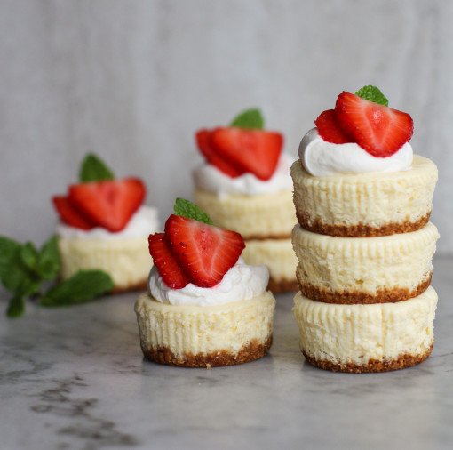 mini berry cheesecake strawberry stack www.girlontherange.com