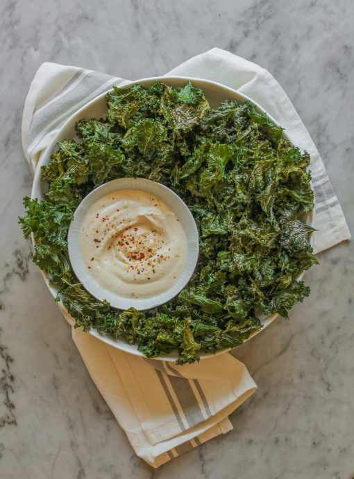 crispy baked kale chips with cashew ranch dipping sauce